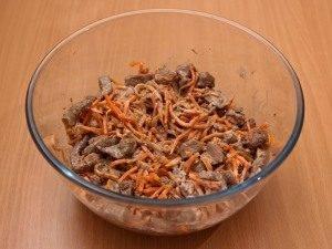 Салат с корейской морковью и печенью - 1