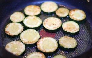 Жареные овощи с рукколой на гарнир - 1