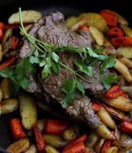 Запеченная говядина с картошкой и морковью - 1