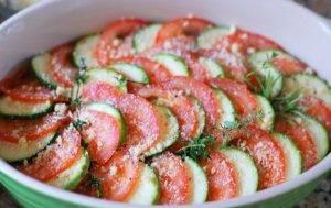 Запеченные кабачки с помидорами и луком - 1