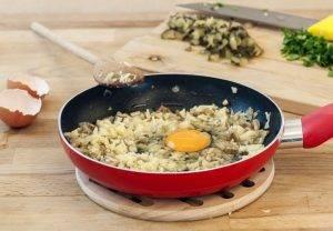 Фаршированные шампиньоны луком и яйцом - 1