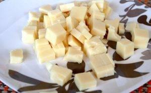 Куриный салат с ананасом, фасолью и сыром - 1