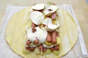 Деревенский картофель с сосисками и сыром Моцарелла - 2