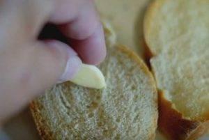 Бутерброды со шпротами и чесноком - 1