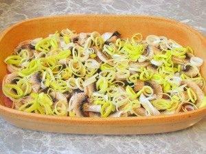Картофель с грибами и фаршем - 1