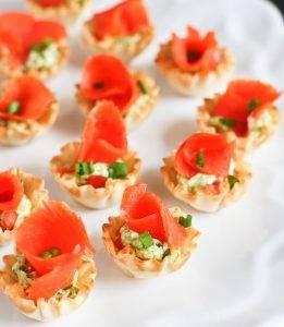 Тарталетки с красной рыбой и помидорами - 2
