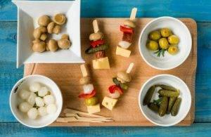 Канапе с колбасой, сыром и грибами - 2