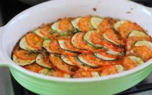 Запеченные кабачки с помидорами и луком - 2