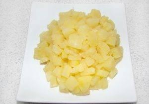Куриный салат с ананасом и изюмом - 2
