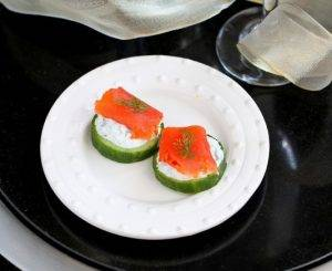 Закуска из огурца с семгой и сыром - 2