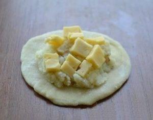 Вареники с начинкой из твердого сыра и картофеля - 4