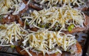 Куриная грудка с грибами и сыром в духовке - 3
