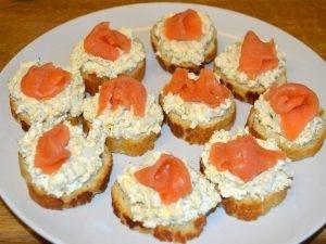 Бутерброды с семгой, яйцом и творогом - 3