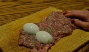 Куриные рулетики с фаршем и яйцами - 3