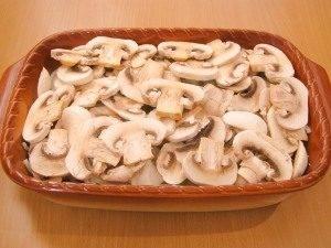 Свинина, жаренная с луком, грибами и сыром - 1