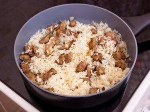 Филе индейки, жаренное с рисом и ананасами - 1