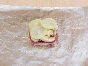 Свинина с грибами и картофелем, запеченная в фольге - 5