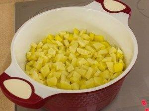 Картофель, тушенный с копченым мясом - 5