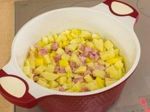 Картофель, тушенный с копченым мясом - 6
