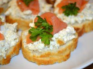 Бутерброды с семгой, яйцом и творогом - 4