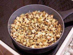 Гречка с сосисками и грибами - 1