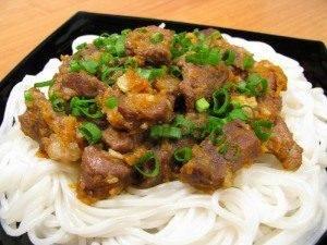 Мясо с луком, морковью и рисовой лапшой - 4