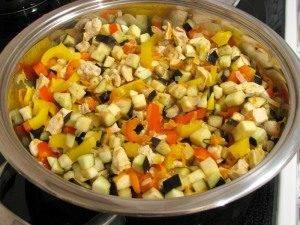 Запеканка с куриным филе, овощами и картофельным пюре - 0
