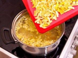 Куриный суп с яичными блинчиками - 4
