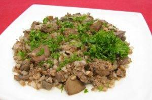 Куриная печень, жаренная с грибами и гречкой - 4