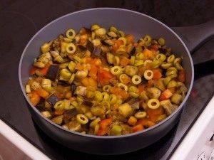 Баклажаны, тушенные с оливками и помидорами - 3