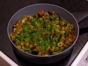 Баклажаны, тушенные с оливками и помидорами - 4