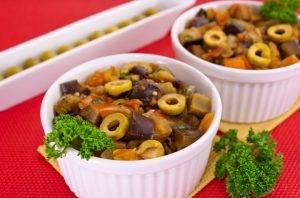 Баклажаны, тушенные с оливками и помидорами - 5