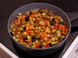 Баклажаны, тушенные с оливками и помидорами - 2