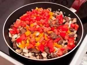 Горшочки с мясом, фасолью и грибами - 1