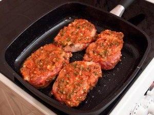 Свинина в томатном соусе, жаренная на гриле - 4