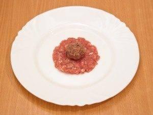 Мясные шарики с начинкой из фасоли и лука - 5