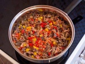 Куриные желудки, жаренные с беконом и овощами - 8