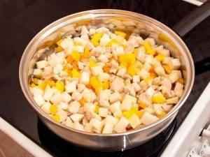 Кольраби, тушенная с куриным филе и овощами - 3