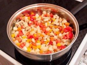 Кольраби, тушенная с куриным филе и овощами - 4