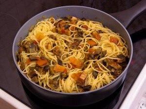 Спагетти с баклажанами, белыми грибами и грудинкой - 8