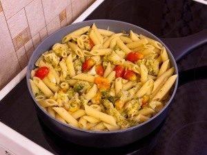 Макароны с брокколи, цветной капустой и куриным филе - 8