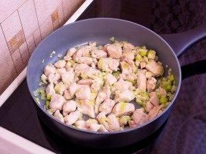 Макароны с брокколи, цветной капустой и куриным филе - 2