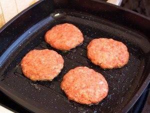 Гамбургер с жареной котлетой из говядины - 3