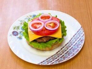 Гамбургер с жареной котлетой из говядины - 5