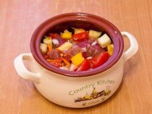 Суп в горшочке с говядиной и овощами - 1