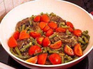 Баранина, тушенная со стручковой фасолью и помидорами - 3