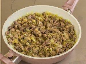 Куриные желудки, тушенные с луком и соевым соусом - 5