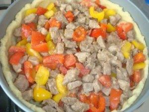 Открытый картофельный пирог с начинкой из мяса и овощей - 7