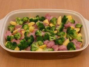 Запеканка с индейкой, брокколи и картофелем под соусом «Бешамель» - 0
