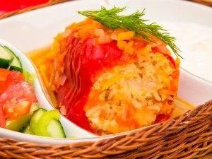 Перец, фаршированный индейкой, тушенный в помидорах - 7